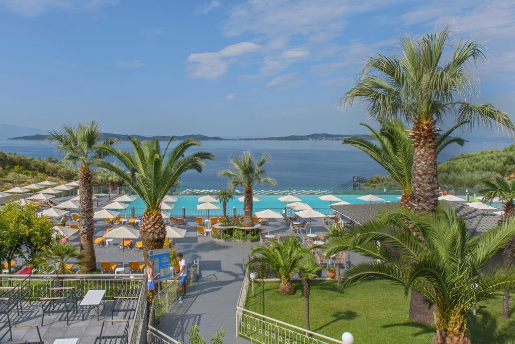 Grcka hoteli letovanje, Halkidiki, Uranopols,Akrathos, bašta