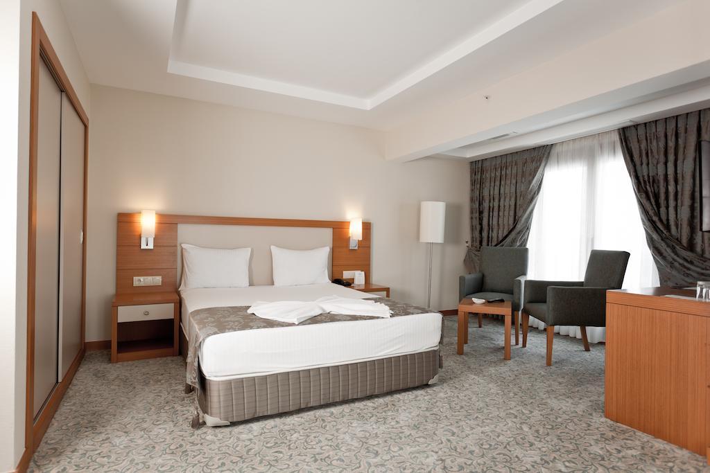 Letovanje Turska avionom, Kumburgaz, hotel Mercia, soba i radni sto