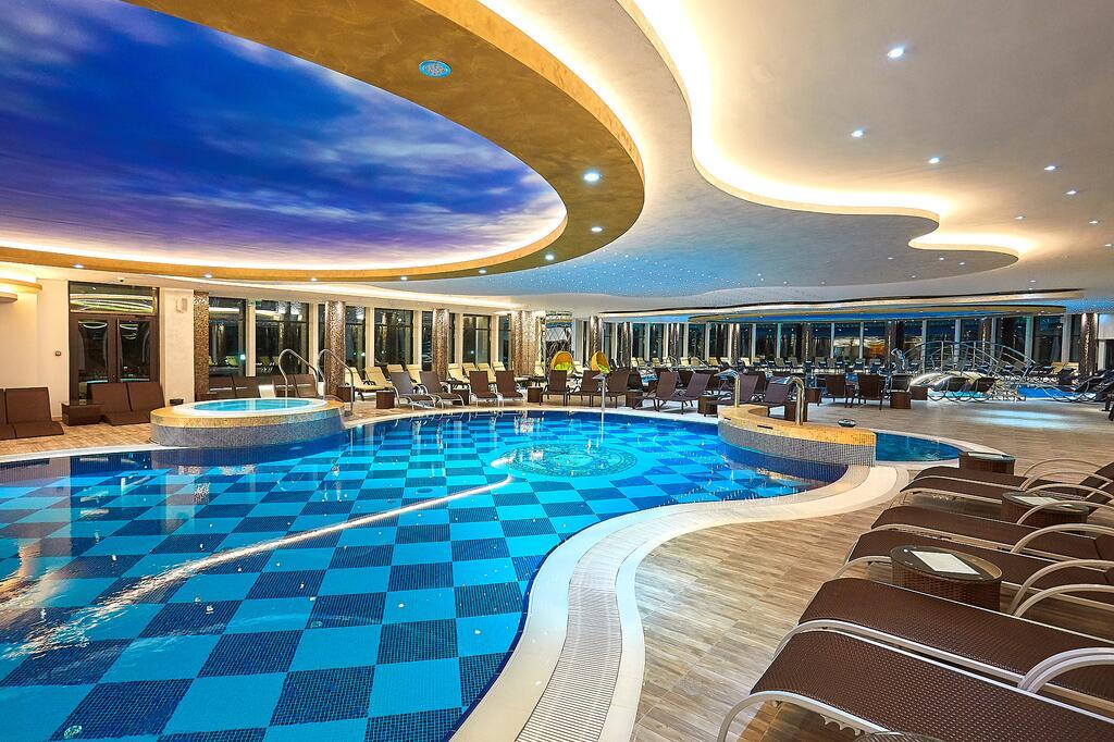 Zlatibor, zimovanje, smeštaj, Grand hotel Tornik, prostor oko bazena