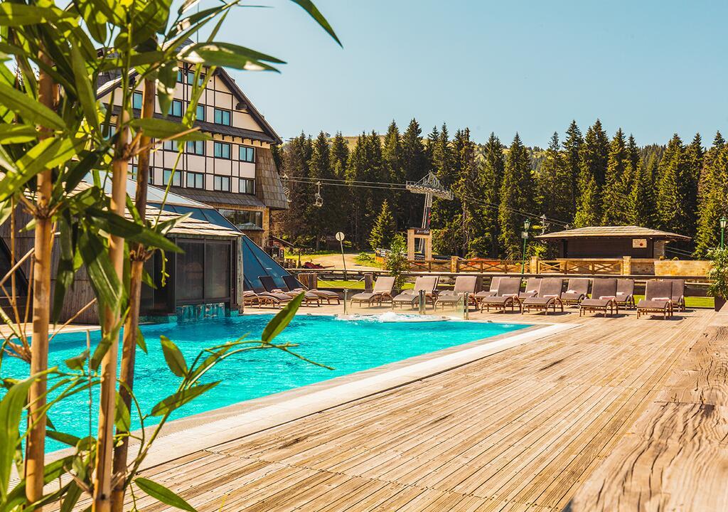 Kopaonik, zimovanje, smeštaj, Grand hotel & spa, prostor oko bazena