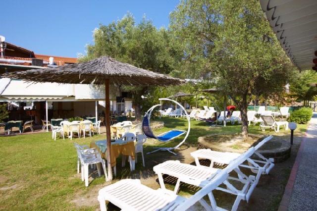 Grcka hoteli letovanje, Halkidiki, Grand Victoria,Hanioti,bašta