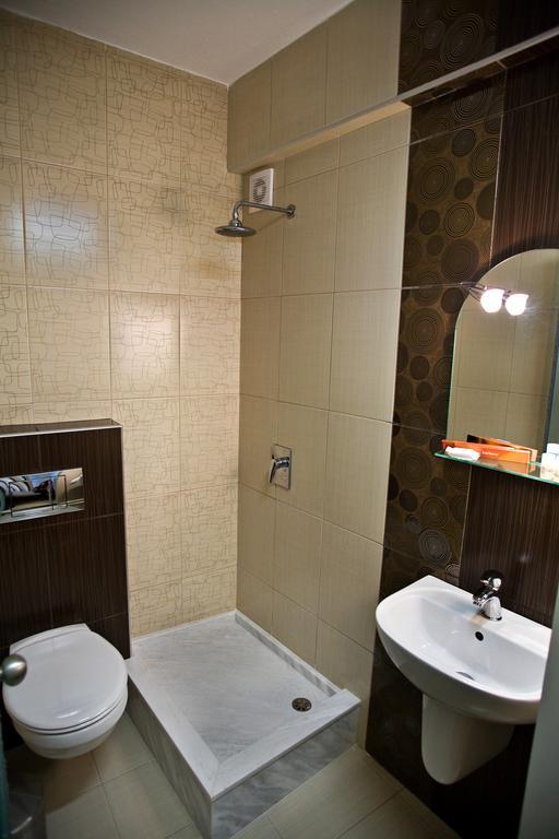Grcka hoteli letovanje, Paralia, RG Status, izgled kupatila
