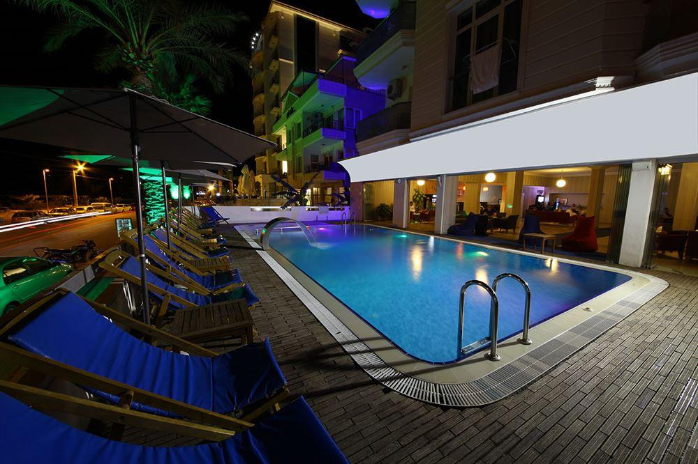 Letovanje Turska autobusom, Sarimsakli, Hotel Acem,ležaljke na bazenu