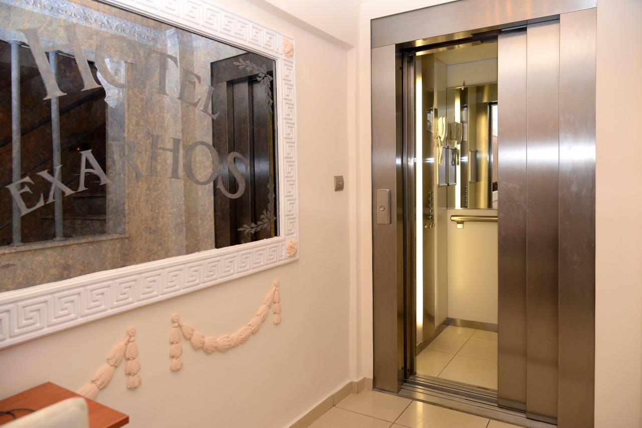 Vila Exarchos, lift