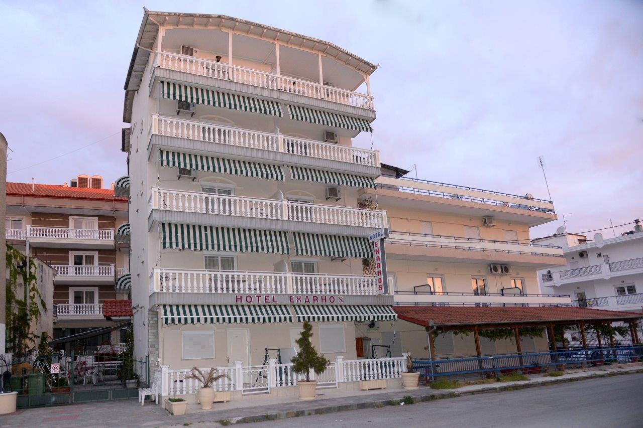 Vila Exarchos , strana ka ulici