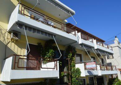 Vila Feggeros , strana ka ulici