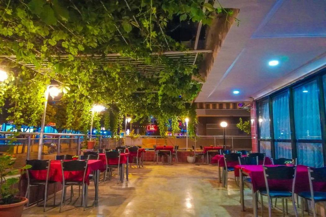 Letovanje Turska autobusom, Kusadasi, Hotel Sarikaya,restoran uveče