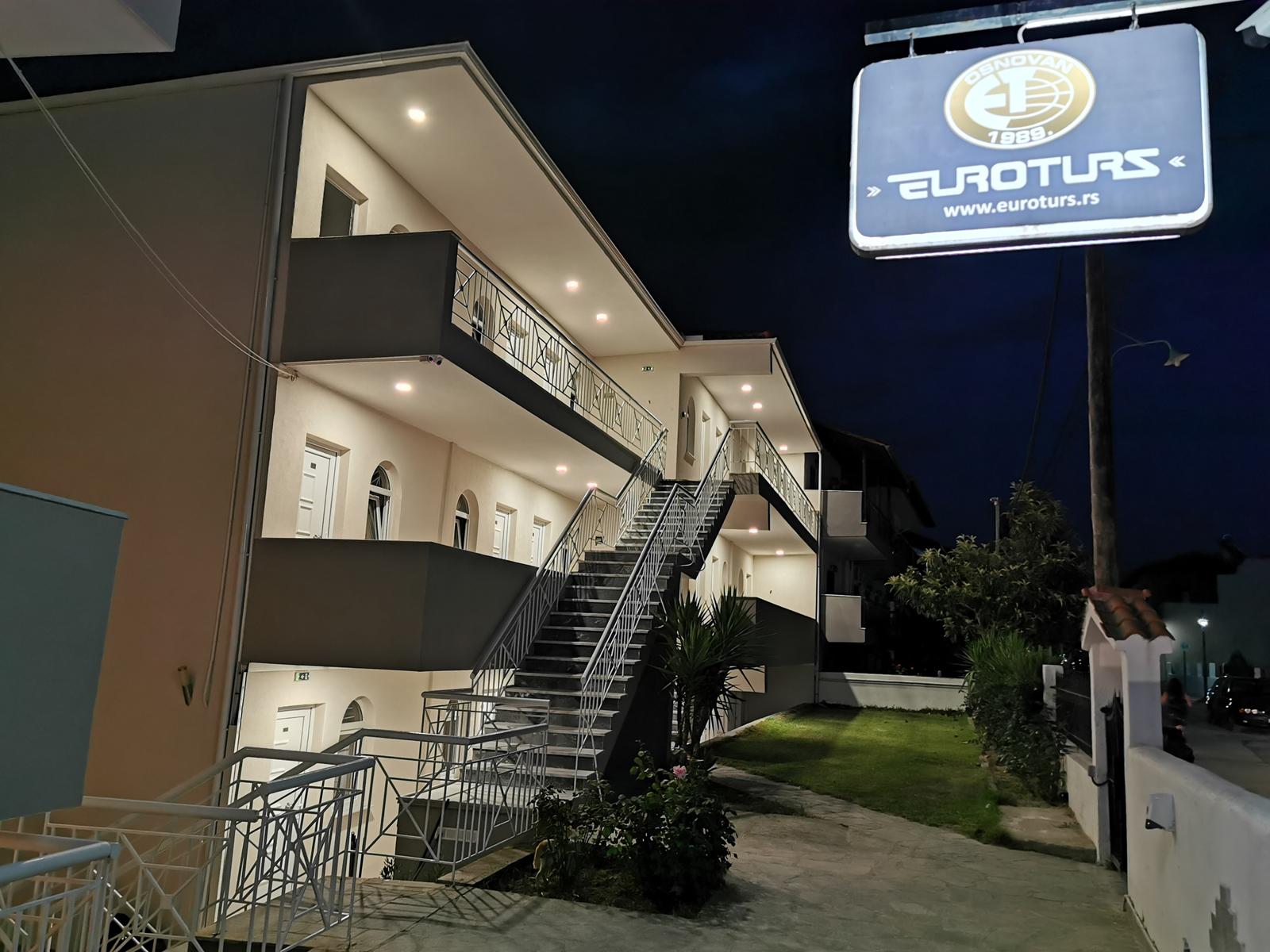 Grcka apartmani letovanje, Polihrono Halkidiki, Green Gardens, kuća B noću