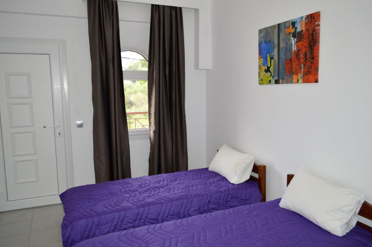 Grcka apartmani letovanje, Polihrono Halkidiki, Green Gardens, kreveti u kuhinji, A4 soba
