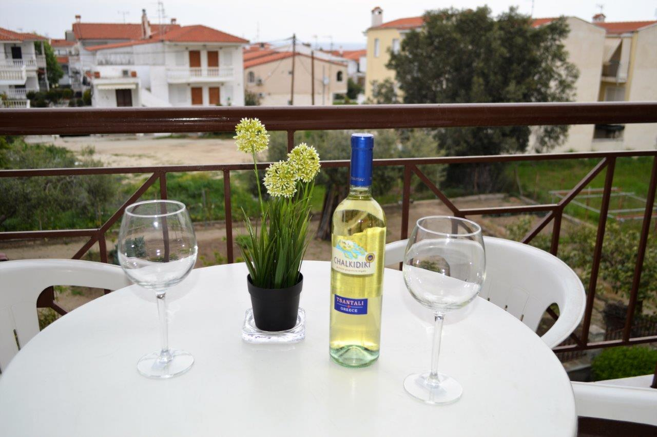 Grcka apartmani letovanje, Polihrono Halkidiki, Green Gardens, terasa