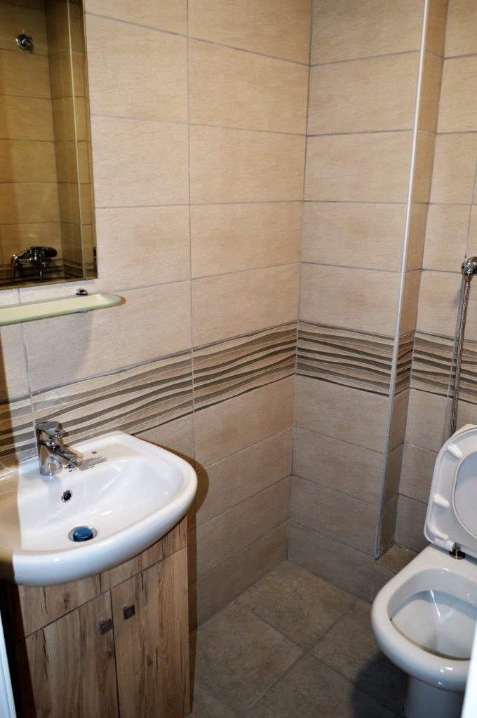 Grcka apartmani letovanje, Polihrono Halkidiki, Green Gardens, kupatilo