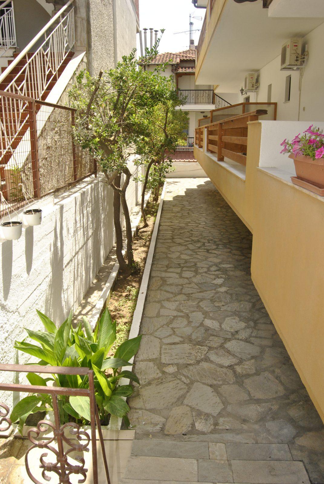 Grcka apartmani letovanje, Nea Flogita Halkidiki, Pirgioti, prostor oko kuće