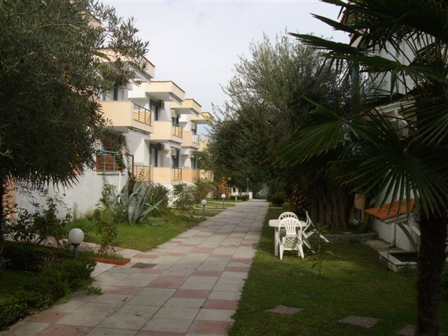 Grcka apartmani letovanje, Pefkohori, Halkidiki, Adonis, dvorište