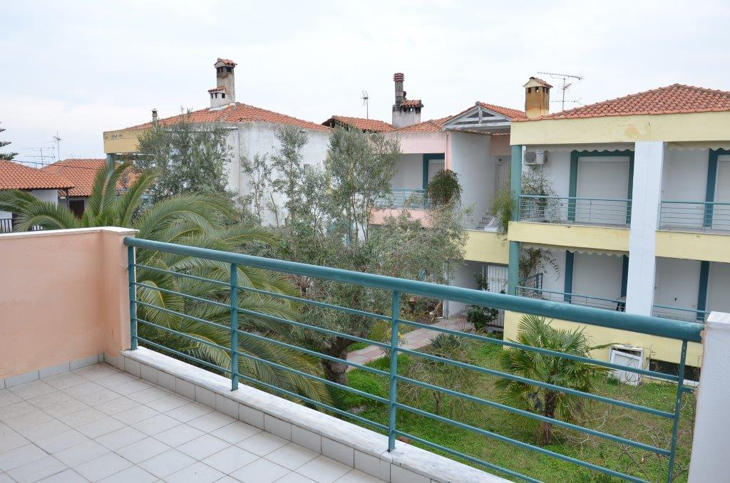 Grcka apartmani letovanje, Pefkohori, Halkidiki, Adonis, dvorište ka ulici