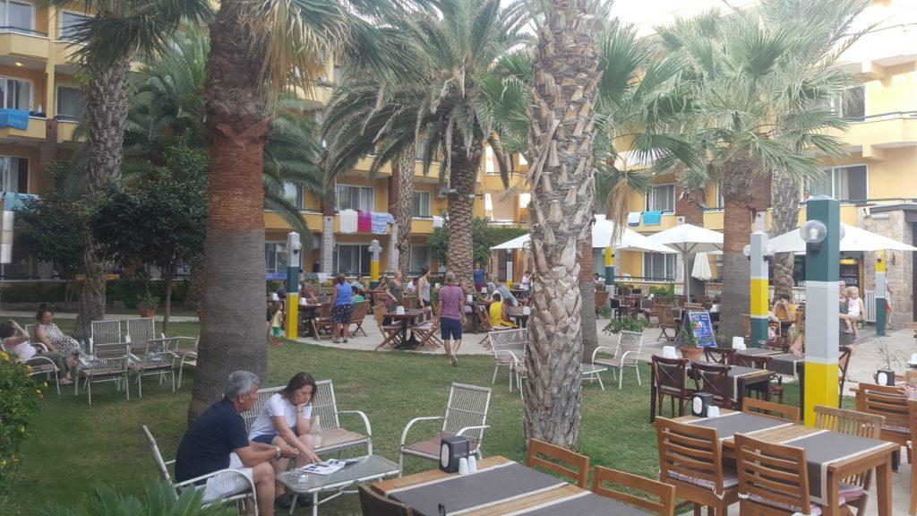 Letovanje Turska autobusom, Sarimsakli, Hotel Varol,bašta