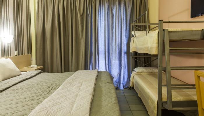 Grcka hoteli letovanje, Halkidiki, Gerakini,Across Coral Blue Beach soba sa krevetima na sprat