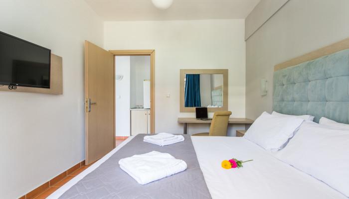 Grcka hoteli letovanje, Halkidiki, Gerakini,Across Coral Blue Beach soba izgled