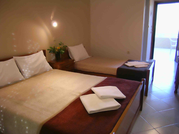 Grcka hoteli letovanje, Tasos, Skala Rahoni, Hotel Filippos, spavaća soba