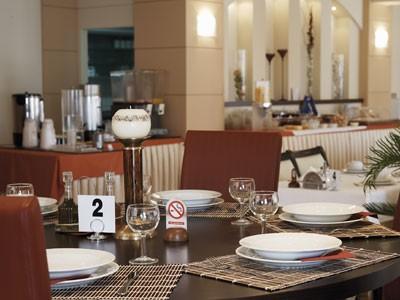 Grcka hoteli letovanje, Paralia,Regina Mare, sto u restoranu