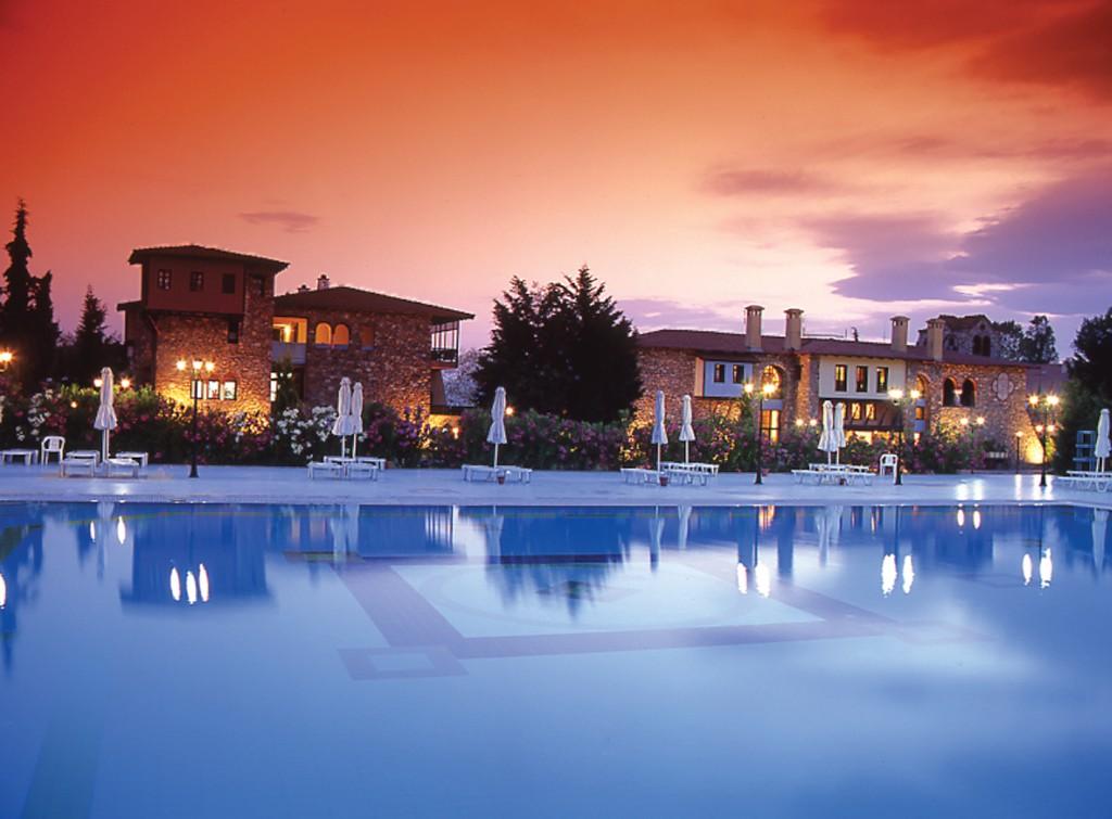 Grcka hoteli letovanje, Halkidiki, Sani,Simantro Beach,bazen noću