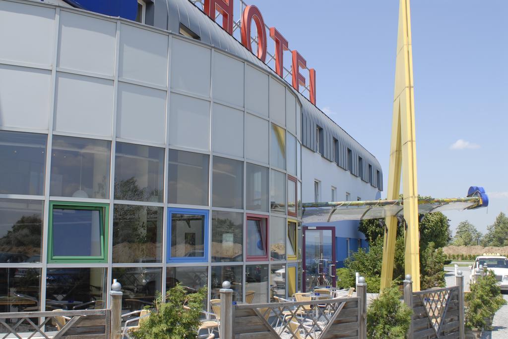 Putovanje Beč, evropski gradovi, hotel Life hotel Viena Airport, eksterijer