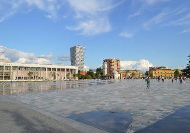 Putovanje u Albaniju, evropski gradovi, Tirana,gradski trg