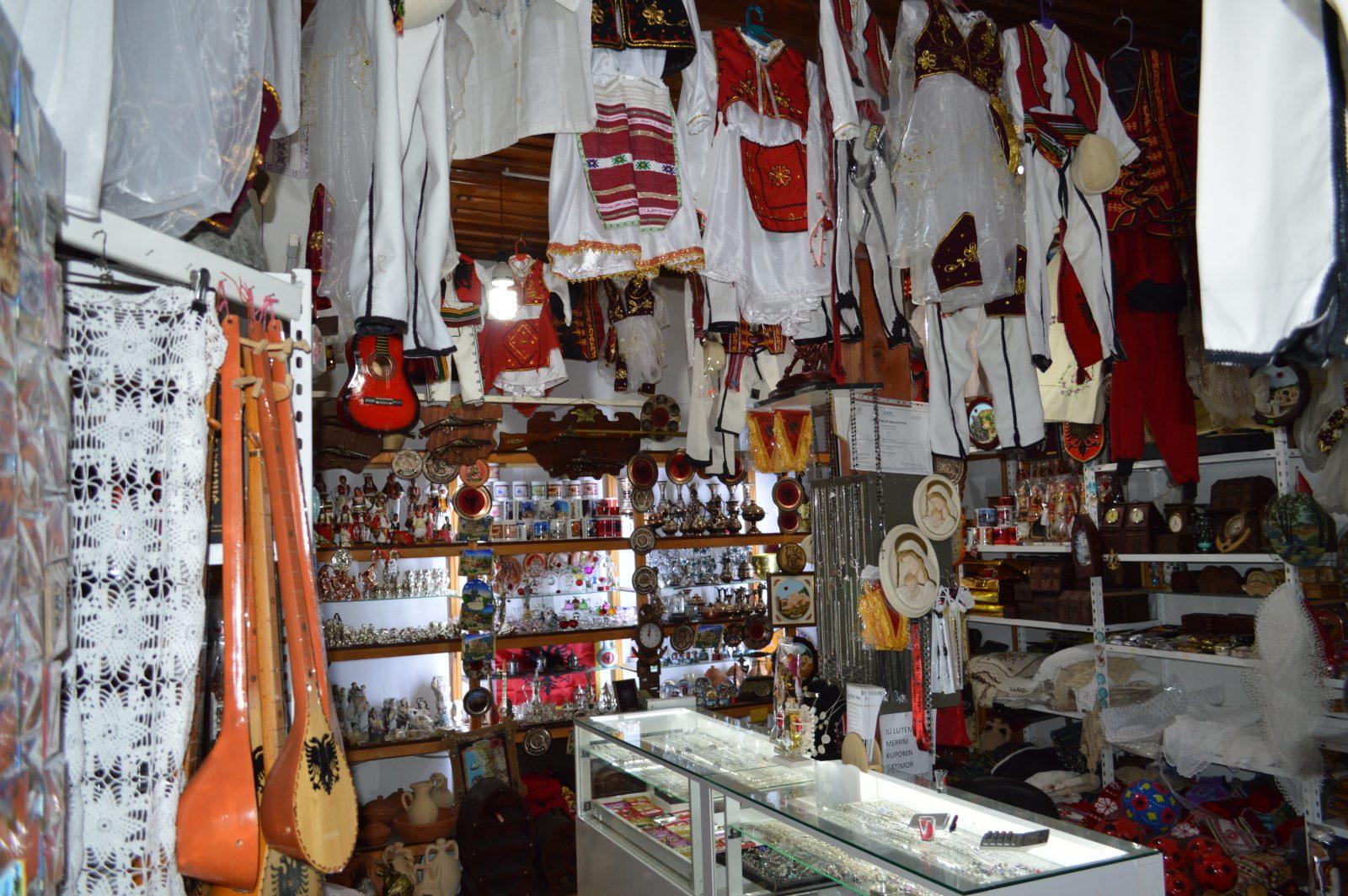 Putovanje u Albaniju, evropski gradovi, suvenirnica