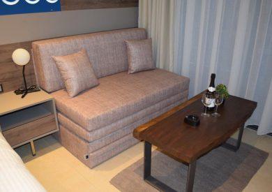 Grcka hoteli letovanje, Halkidiki, Nea Mudania,Katrin Luxury studios,kauč u porodičnoj sobi