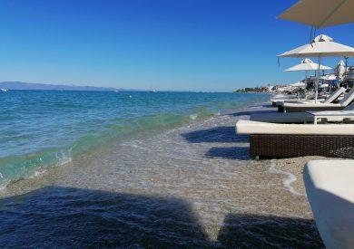 Polihrono Halkidiki Grcka apartmani, letovanje, ležaljke na plaži