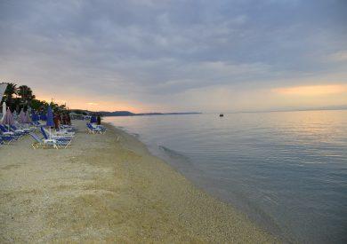 Grcka apartmani letovanje, Polihrono Halkidiki, plaža u sumrak