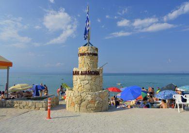 Letovanje Polihrono apartmani - Halkidiki - Grčka, spomenik na plaži