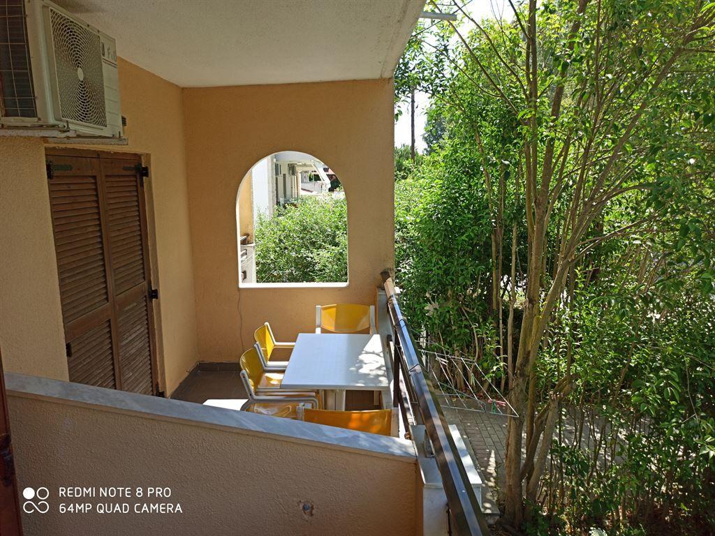 Grcka hoteli letovanje, Halkidiki, Siviri,Vila Sirtaki,terasa prema bašti