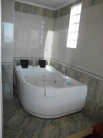 Putovanje Ohrid, evropski gradovi, hotel Aqualina, kupatilo