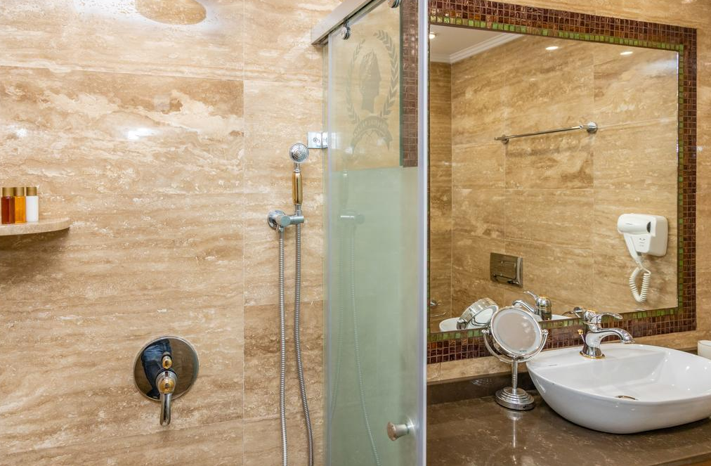 Letovanje Bugarska autobusom, Sunčev breg, Hotel Imperial Palace, izgled kupatila