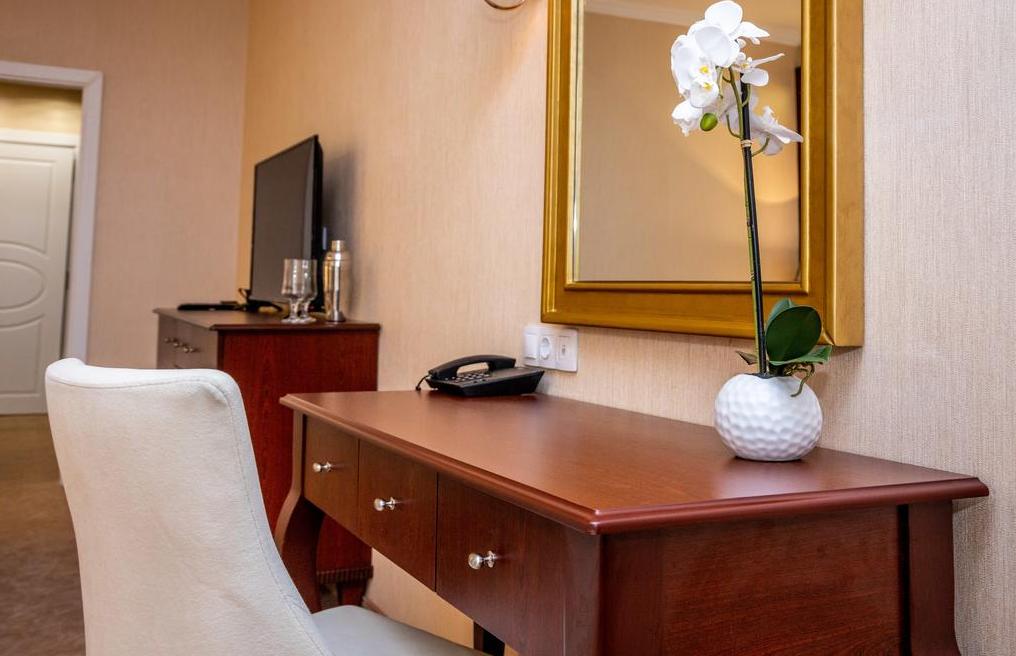 Letovanje Bugarska autobusom, Sunčev breg, Hotel Imperial Palace, pisaći sto