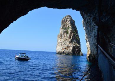 Antipaksos - Papanikolau pećina - stena iz mora, jonska obala apartmani, leto Grčka