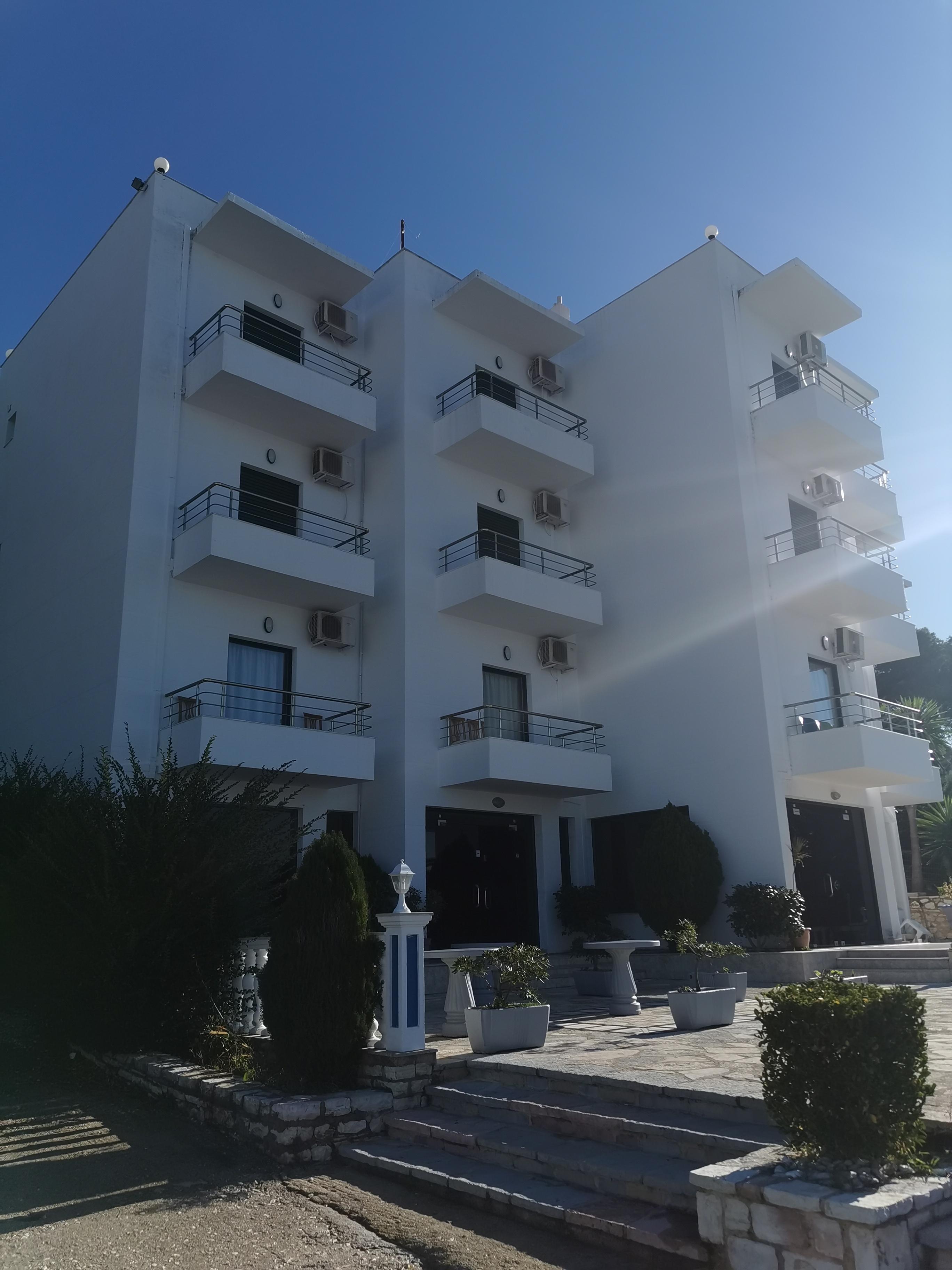 Letovanje Albanija hoteli, Saranda, autobus, Hotel Perla, pogled eksterijer
