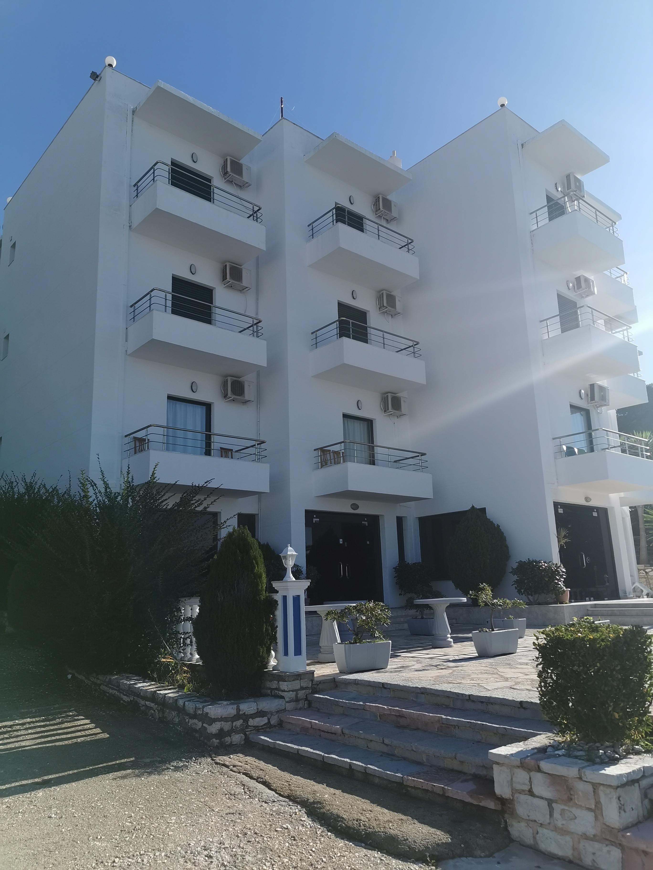 Letovanje Albanija hoteli, Saranda, autobus, Hotel Perla, spolja