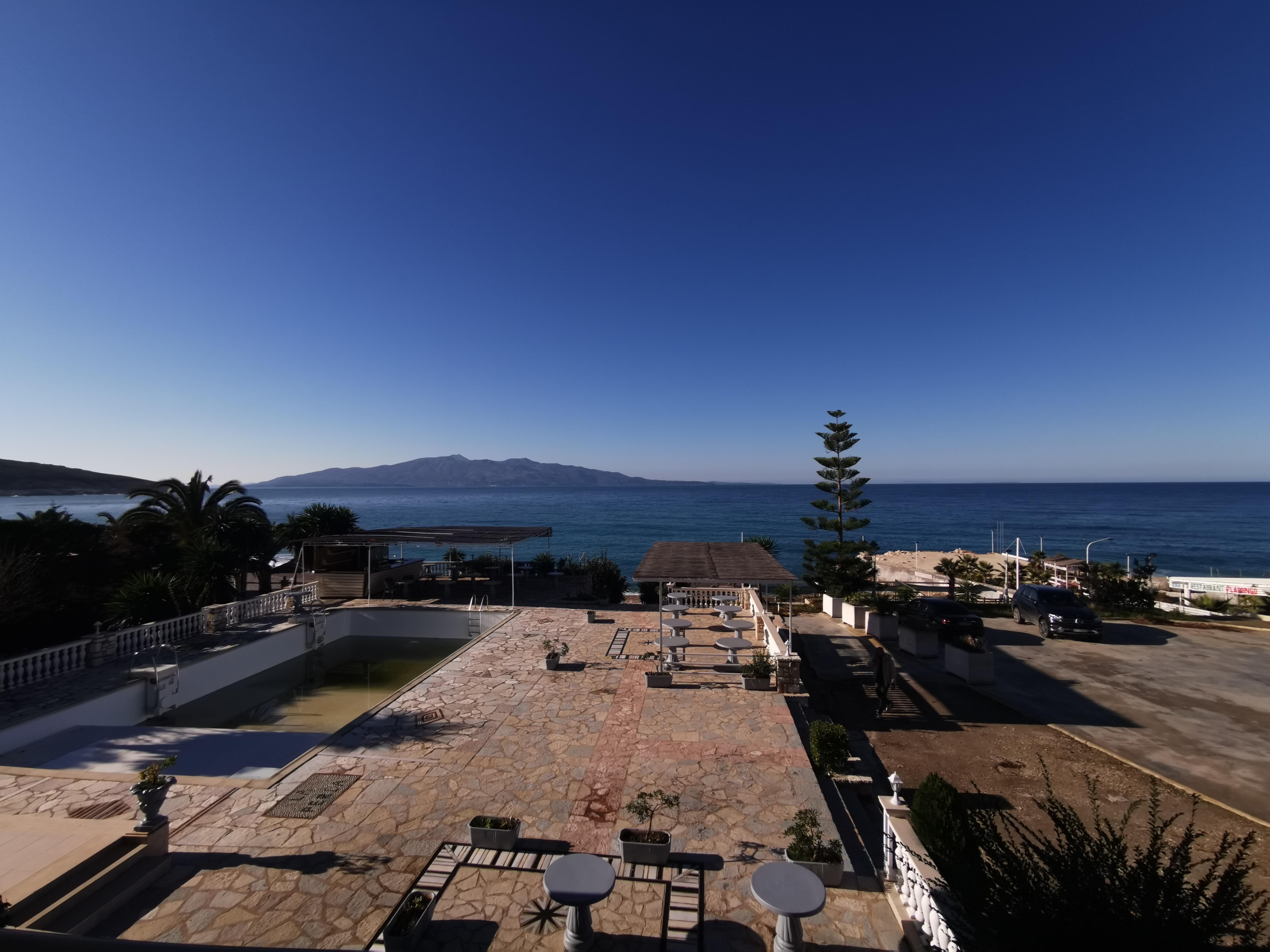 Letovanje Albanija hoteli, Saranda, autobus, Hotel Perla, hotelska terasa
