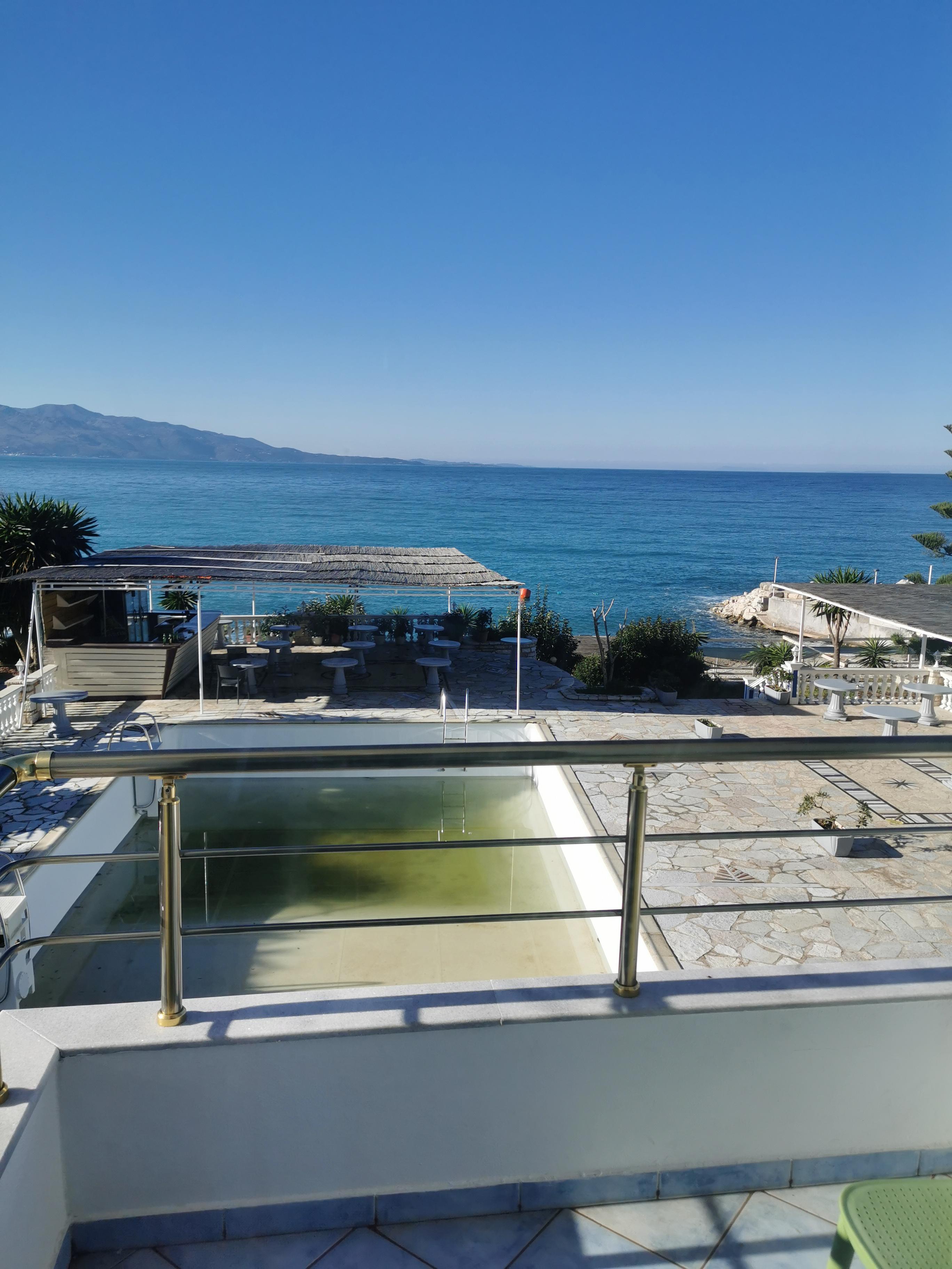 Letovanje Albanija hoteli, Saranda, autobus, Hotel Perla, terasa