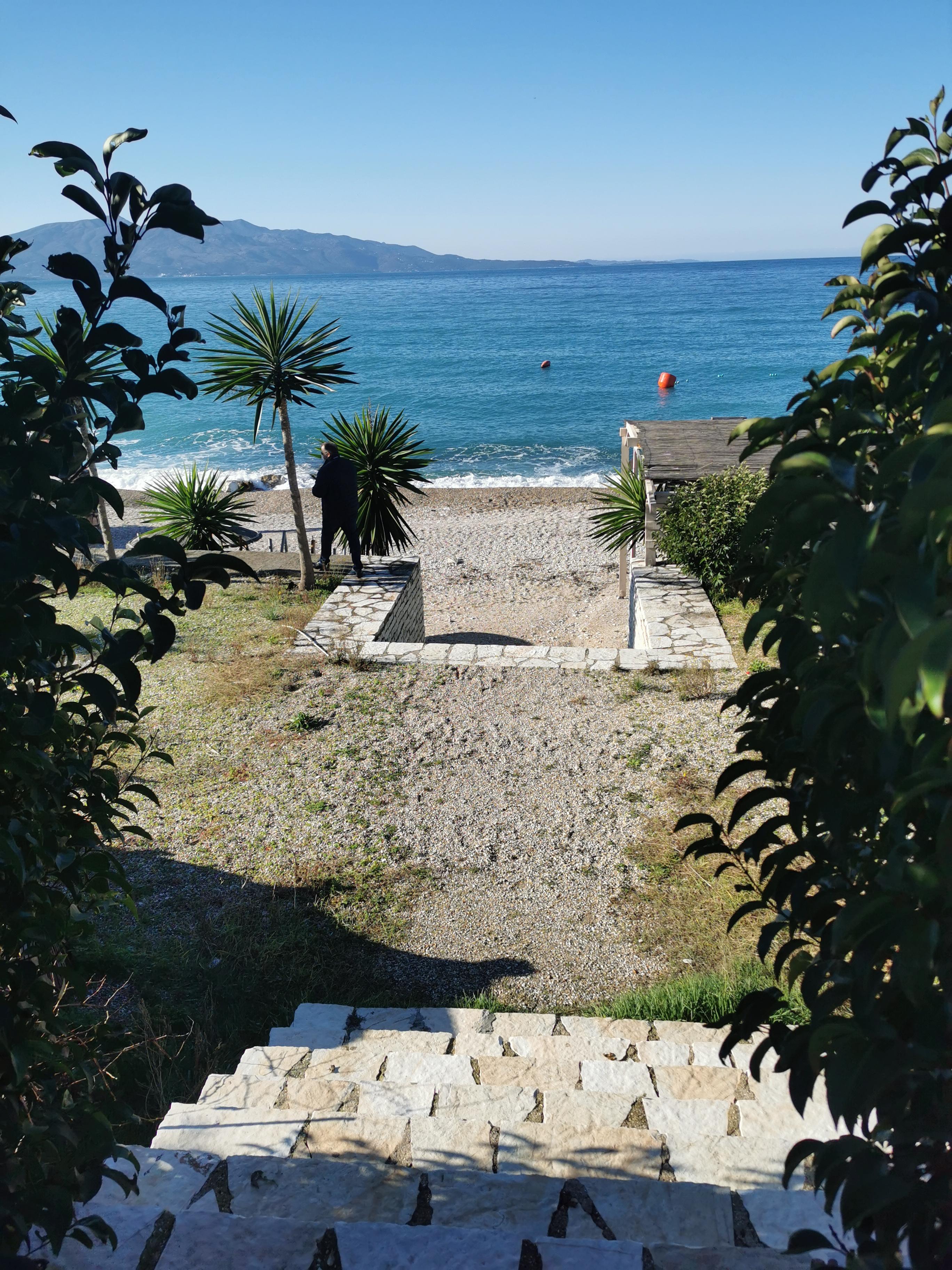 Letovanje Albanija hoteli, Saranda, autobus, Hotel Perla, prilaz plaži
