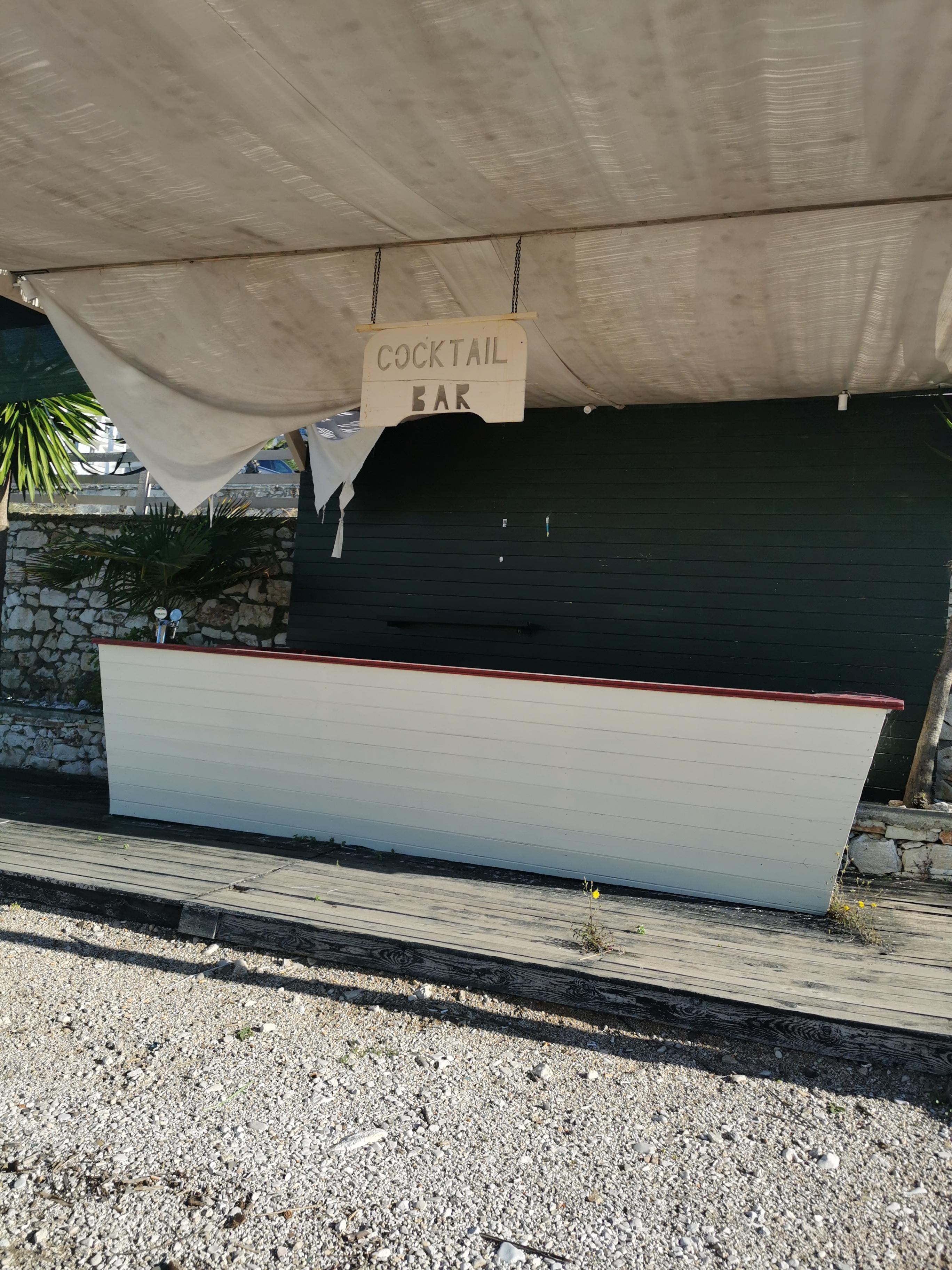 Letovanje Albanija hoteli, Saranda, autobus, Hotel Perla, coctail bar