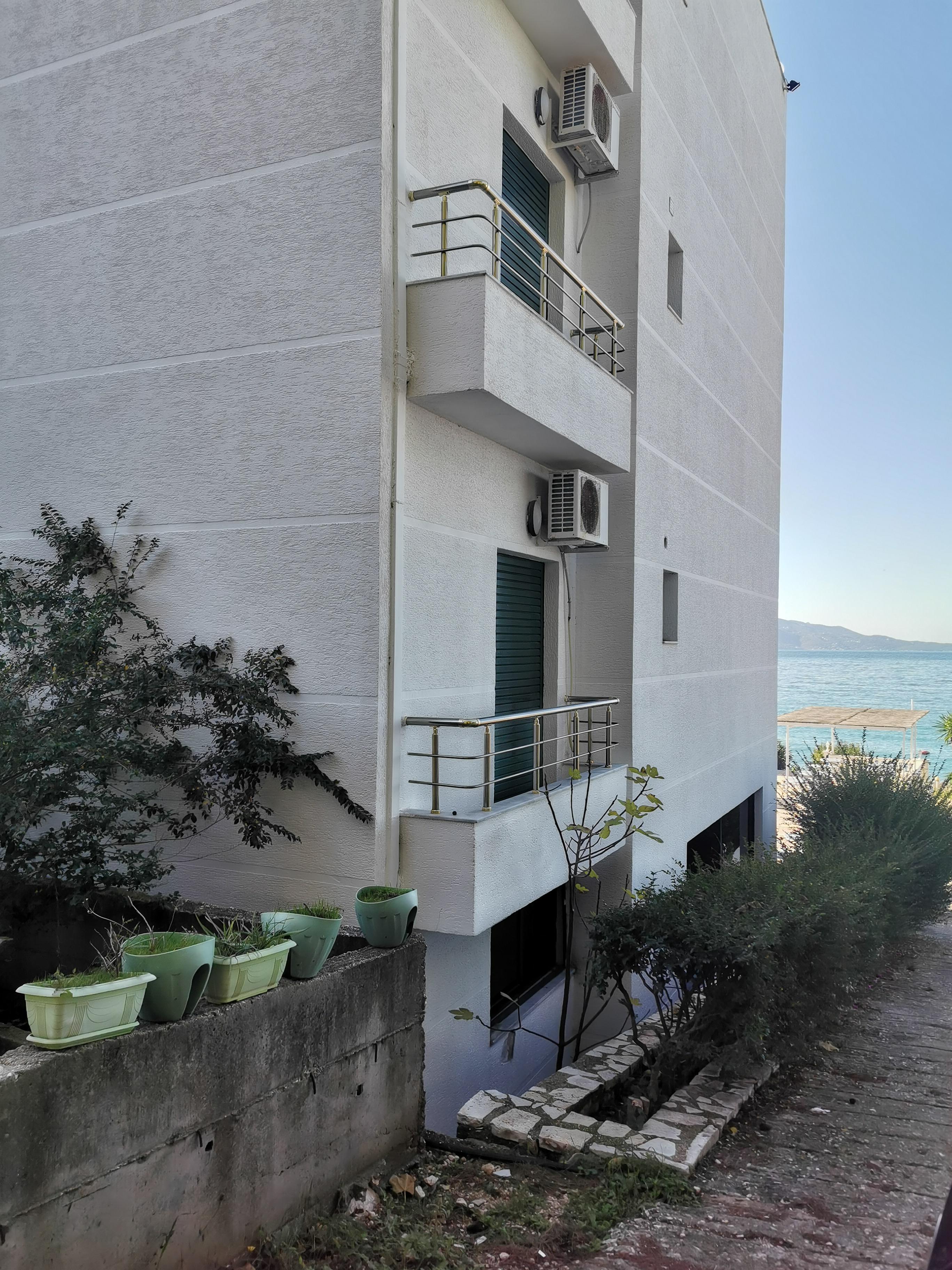 Letovanje Albanija hoteli, Saranda, autobus, Hotel Perla, bočni pogled