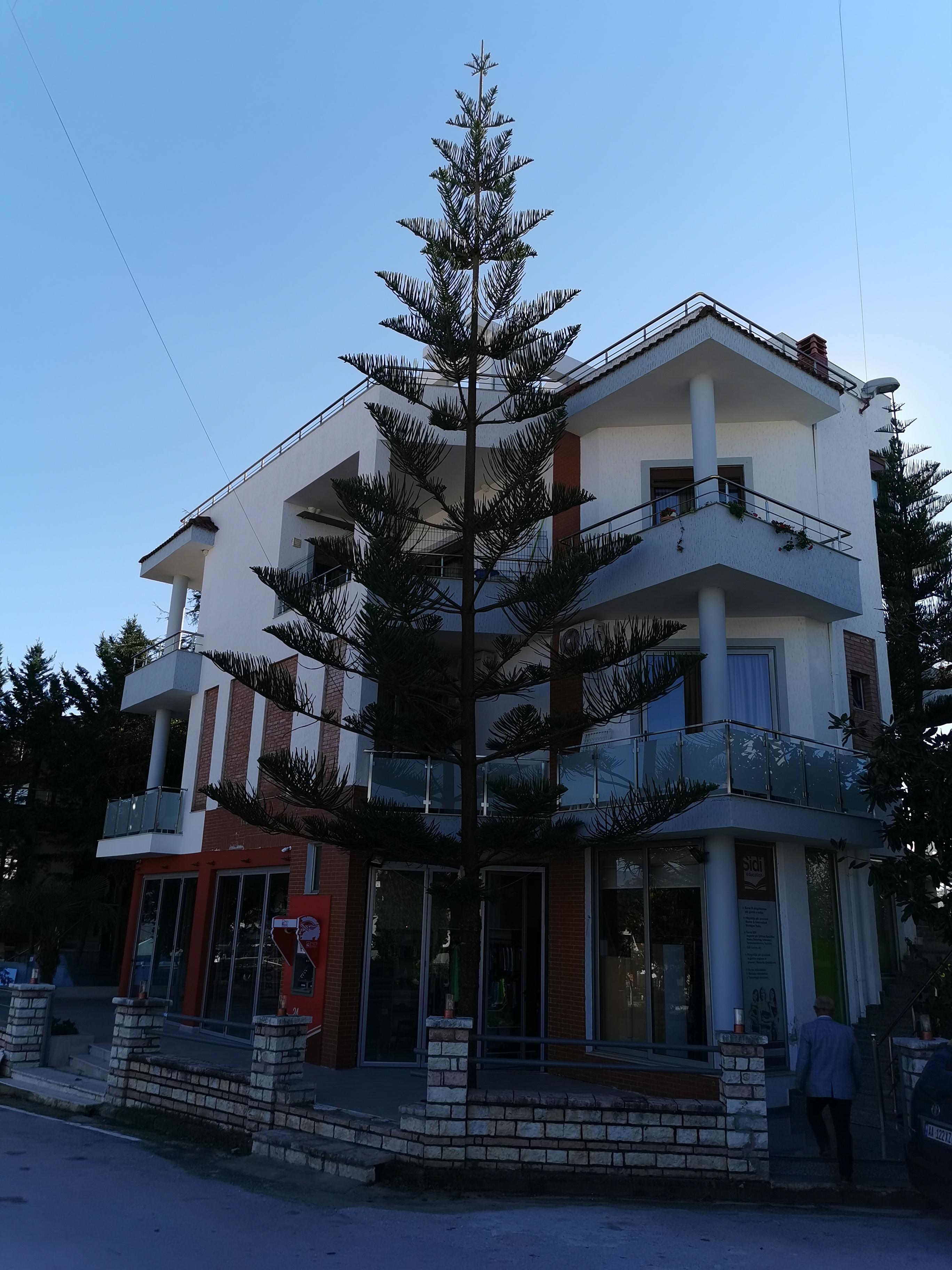 Letovanje Albanija hoteli, Ksamil, autobus, Hotel Joni, spolja