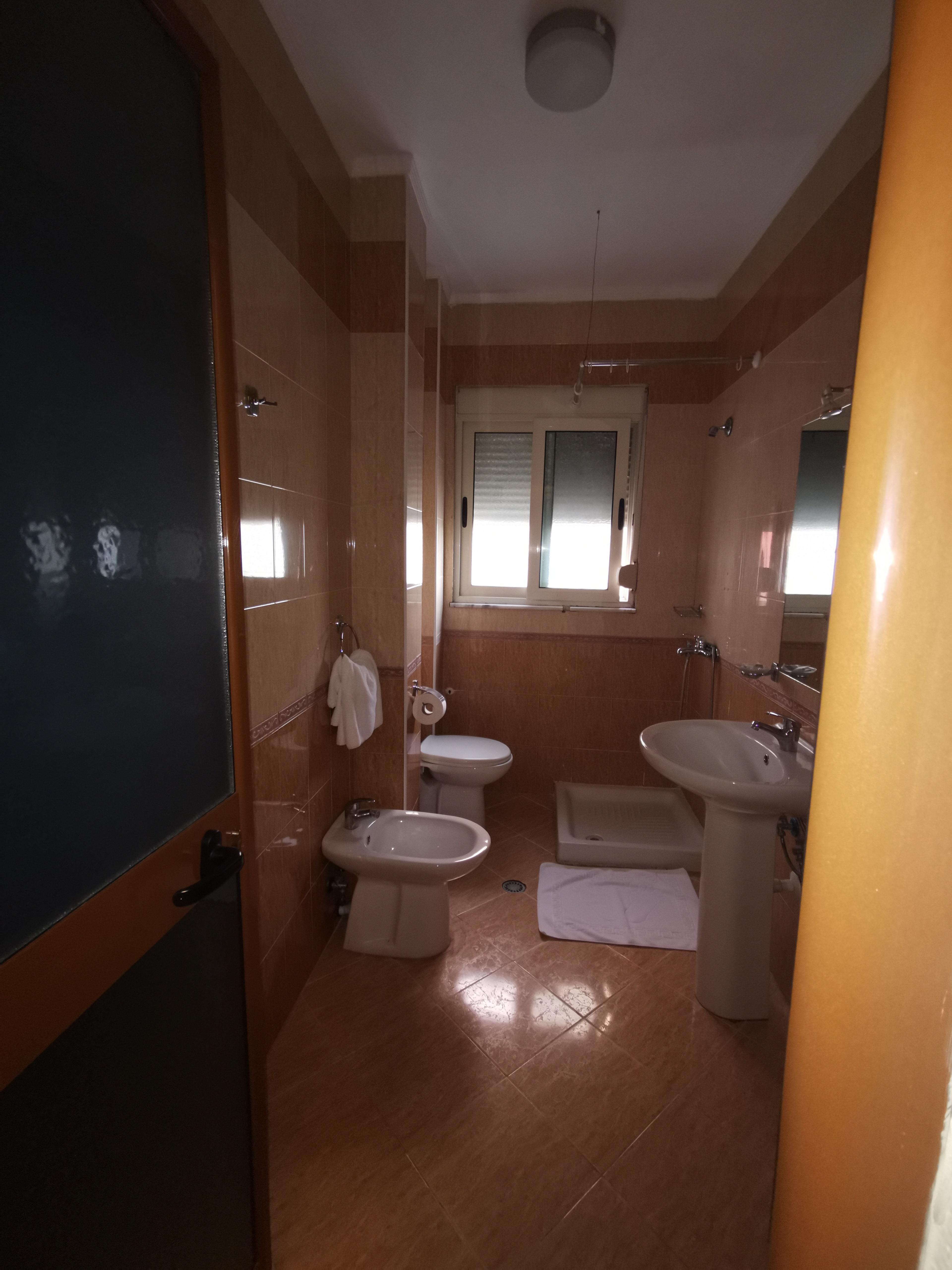 Letovanje Albanija autobusom, Drač Hotel Ibiza,kupatilo