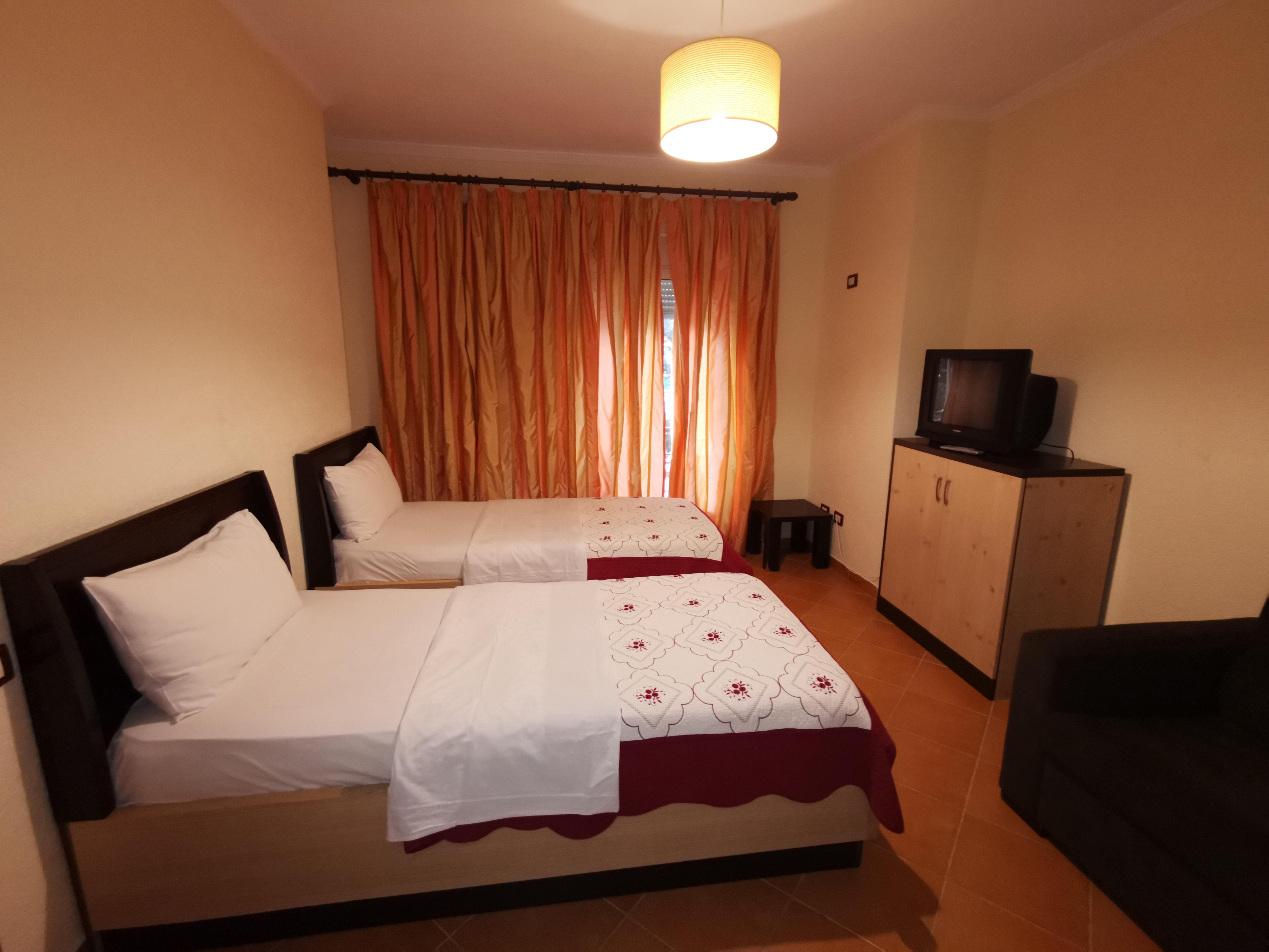 Letovanje Albanija autobusom, Drač Hotel Ibiza,soba sa odvojenim ležajevima