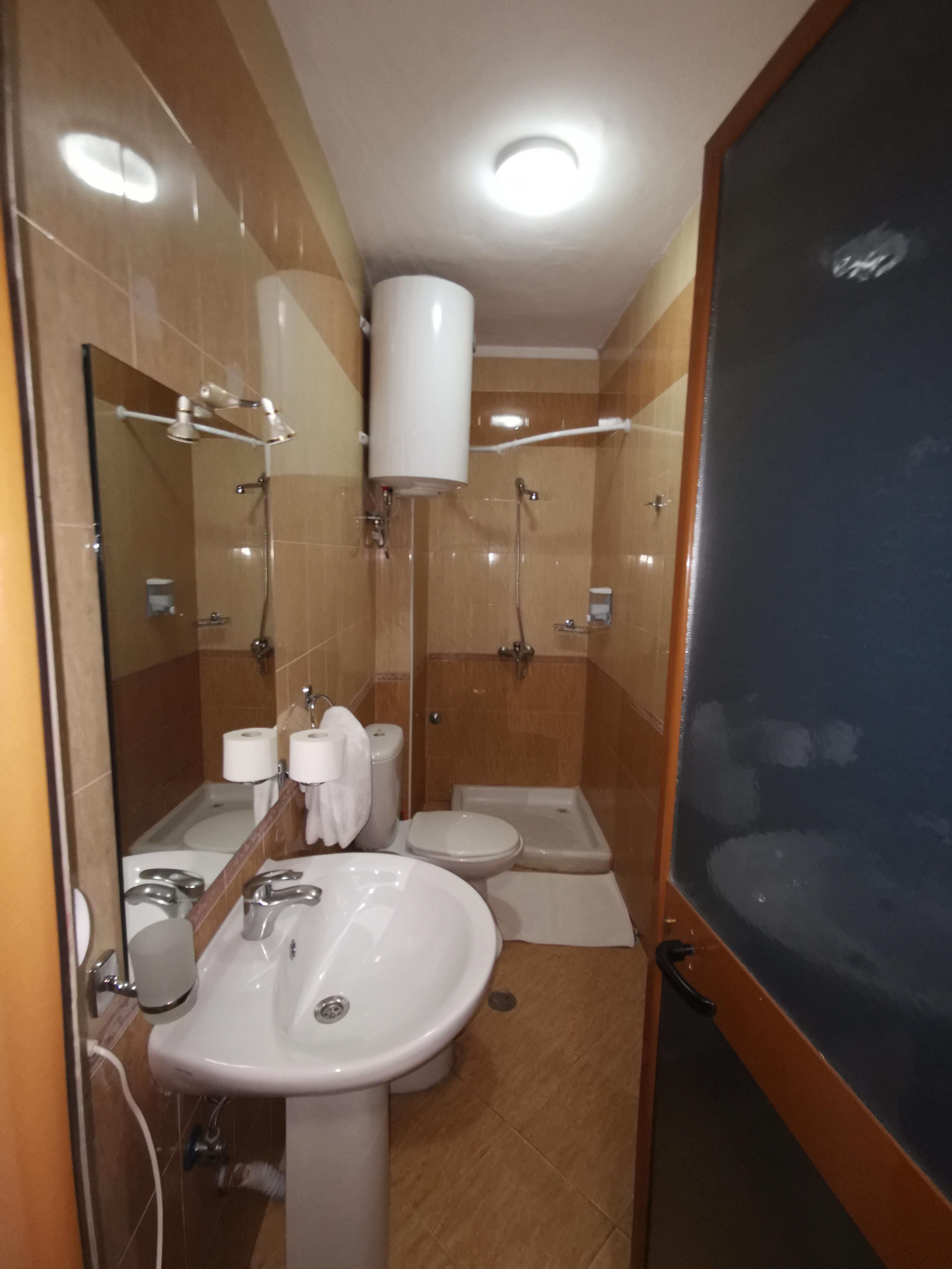 Letovanje Albanija autobusom, Drač Hotel Ibiza,toalet