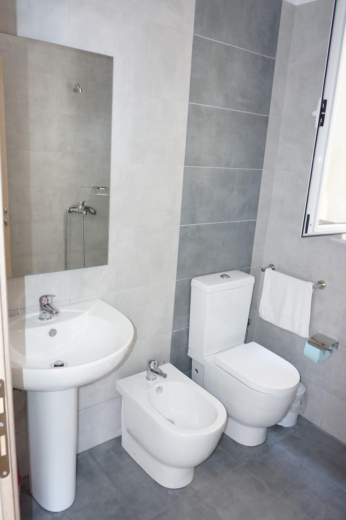 Letovanje Albanija autobusom, Saranda, hotel Kristina suites,kupatilo