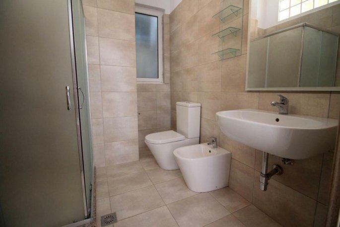 Letovanje Albanija autobusom, Saranda, hotel Kristina suites,toalet