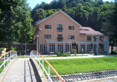 Gradovi Srbije, upoznaj Srbiju, odmor, putovanja, vikend, Krupanj, hotel Grand, spolja